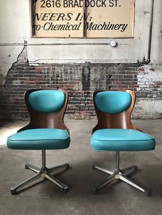 Mid century modern dining chairs Etsy shop https://www.etsy.com/listing/510316676/mid-century-modern-side-chairs-danish