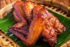 Cara Gampang Makan Sayap Ayam http://www.perutgendut.com/read/cara-gampang-makan-sayap-ayam/5204 #Food #Kuliner #News
