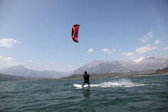 #Kitesurf nel lago di Santa Croce in #Alpago  http://www.alpagocansiglio.eu/it/sport-e-natura/sport-estivi/kitesurf