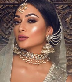 Here Are Some Indian Bridal Makeup Images To Give You Some Much-Needed Makeup Inspiration – Adelgieses Schmuck Tagebuch Bridal Makeup Images, Asian Wedding Makeup, Pakistani Bridal Makeup, Bridal Makeup Looks, Indian Bridal Wear, Bridal Hair And Makeup, Bride Makeup, Hair Makeup, Indian Bridal Jewelry