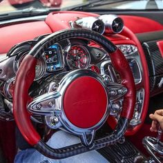 The Pagani Huayra's command center #Details