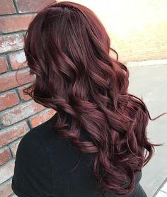 Burgundy curly hair, burgundy hair with highlights, red tint hair, burg Red Tint Hair, Burgundy Curly Hair, Dark Burgundy Hair Color, Burgundy Hair With Highlights, Shades Of Burgundy, Hair Color Highlights, Red Hair Color, Brown Hair Colors, Dark Hair