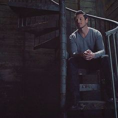 """Imagine Peter taking you to his downtown apartment. "" ——— Request for anon ——— ""So is it as sinister as you'd hoped?"" Peter chuckles from behind you as you wander into his apartment. Teen Wolf Peter, Teen Wolf Ships, Teen Wolf Boys, Peter Hale, Ian Bohen, Stiles, Mtv Tv, Chris Argent, Cora Hale"