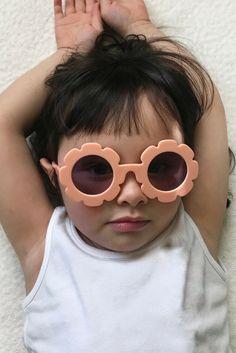 2 Pieces Kids Anti-UV Black Sunglasses Goggles Cool Baby White Glasses