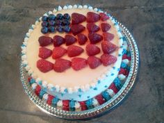 Independence Day cake. Using piping.