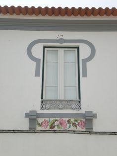 The most beautiful window in Serpa. Door Knockers, Door Knobs, Door Handles, Portugal, Window Styles, Window Boxes, Windows And Doors, Candle Sconces, All The Colors