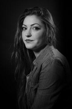 Portrait en studio façon Harcourt. Photographe : Julien NGUYEN-KIM