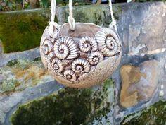 """Hängeampel """"Ammonit"""" Gartenkeramik Blumenampel  von Terra-Cottage auf DaWanda.com"""