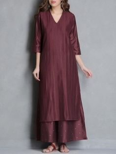 Maroon Pintuck Detailed V-neck Katan Silk Kurta - Ladys Marron Pakistani Dresses Casual, Pakistani Dress Design, Dress Indian Style, Indian Dresses, Kurta Designs Women, Blouse Designs, Stylish Dresses, Elegant Dresses, Kurta Neck Design