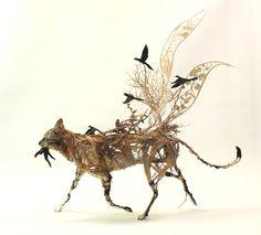 Em criações que beiram a metafísica, Ellen Jewett projeta animais mitológicos que existiam apenas em sua imaginação – antes de virarem esculturas.