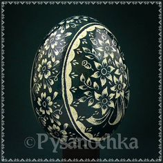 Ukrainian Egg - Chicken Egg done in the Scratch Technique Egg Dye, Scratch Art, Ukrainian Easter Eggs, Egg Designs, Chicken Eggs, Egg Decorating, Egg Shells, Gourds, Holidays And Events
