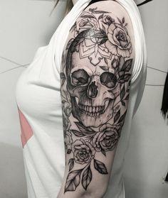 Skull tattoo on the shoulder - Tattoo ideen - Tattoo Designs For Women Skull Sleeve Tattoos, Sugar Skull Tattoos, Sleeve Tattoos For Women, Body Art Tattoos, New Tattoos, Tattoos For Guys, Tatoos, Sugar Skull Sleeve, Lace Skull Tattoo