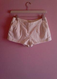 Kup mój przedmiot na #vintedpl http://www.vinted.pl/damska-odziez/szorty-rybaczki/10013966-bezowe-materialowe-szorty-hm