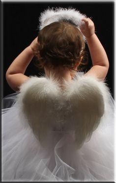 y si la disfrazamos de angelito para la fiesta?