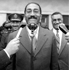 Just a weird photo of Sadat! October War, President Of Egypt, Gamal Abdel Nasser, Dumbbell Fly, Space Artwork, Egyptian Actress, Old Egypt, Great Words, Old Pictures