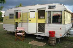 1956 Traveleze.  Tiny Trailer - Vintage Camper - Travel Caravan <O>