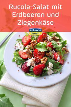 Rezept für Rucola-Salat mit Erdbeeren und Ziegenkäse. Minimaler Aufwand - maximaler Genuss: Rucola-Salat mit Erdbeeren und Ziegenkäse - Hier geht's zum Rezept! #erdbeeren #salat #rezept Food Blogs, Low Carb, Salad With Strawberries, Simple