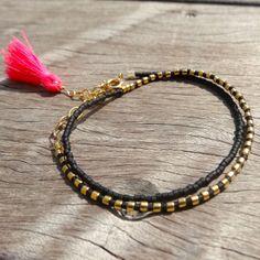 Bracelet fin deux tours en perles Miyuki et pompon rose fluo : Bracelet par missmel