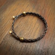 Adjustable Horse Hair Bracelet with Brass Beads - Braided Horsehair - Horse Hair Jewelry - Horsehair Bracelet - Cow Hair Horse Hair Bracelet, Horse Hair Jewelry, Jewelry Design, Jewelry Ideas, Diy Jewelry, Diy Accessoires, Horse Accessories, Hair Creations, Creative Ideas