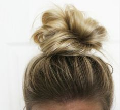 cute knot updo for short hair.. No matter how much i try I can't do a messy bun