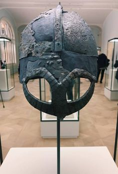 In April 2019 The Museum of Cultural History in Oslo, Norway opened its doors to the new exhibition VÍKINGR containing rich treasures and unique archaeological finds from the Viking Age (c. Viking Armor, Viking Sword, Viking Helmet, Arm Armor, Viking Age, Viking Ship, Norwegian Vikings, History Encyclopedia, Viking Jewelry