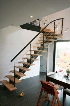 île DRENNEC : escalier métallique et bois, avec des fer plat 40 x 12 mm acier laqués couleurs au choix #Escaliers #POTIER Steel Stairs, Wood Stairs, House Stairs, Interior Staircase, Staircase Design, Cleveland House, Metal Stair Railing, Escalier Design, Steps Design