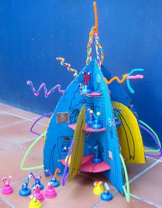 Rocket Ship with Aliens - awesome craft and playtime - all out of recycled stuff around house!