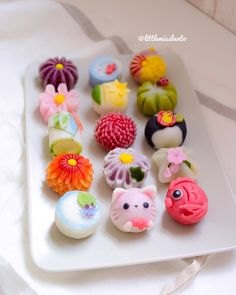 Clay or squishy idea! Japanese Sweets, Japanese Wagashi, Japanese Food Art, Japanese Dishes, Japanese Candy, Jelly Desserts, Cute Desserts, Asian Desserts, Wagashi Recipe