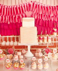 ideen babyparty mädchen torte rosa weiß cupcakes maccarons