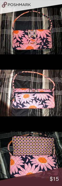 Vera Bradley Shoulder Bag! Medium sized Vera Bradley shoulder bag. Great Condition. Two pocket interiors, and two zipper pockets, one outside and one inside. Vera Bradley Bags Shoulder Bags