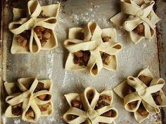 Фото к рецепту: Пирожки в слоеном тесте