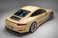 Very unique colour on this #porsche #911R #mediumivory only one of its kind #autofokus #studioshoot
