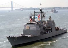 The guided-missile cruiser USS Leyte Gulf (CG 55) steams up the Hudson River during the parade of ships for the 21st Fleet Week New York 2008
