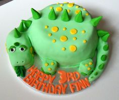 Faith has requested a dinosaur cake. Dinosaur Birthday Cakes, 4th Birthday Cakes, Dinosaur Cakes For Boys, Dinosaur Party, Dinosaur Cake Easy, Dinosaur Cupcake Cake, Birthday Ideas, Dino Cake, T Rex Cake