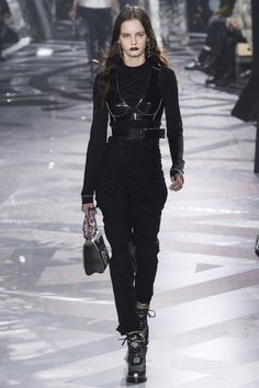 Louis Vuitton Fall 2016 Ready-to-Wear Fashion Show - Lea Holzfuss