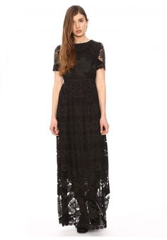 Maxidress Burnout Black - Pepaloves - Long lace dress. Short sleeves and round neck. Sleeves and hem of the skirt of transparent lace, lined rest. Zip back. Color black