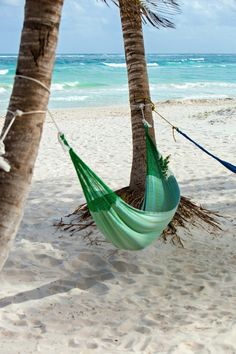 Relax with a Hammock under a palm Beach Bum, Ocean Beach, Summer Beach, Hammock Beach, Summer Breeze, Fotos Strand, Paradis Tropical, Station Balnéaire, Relax