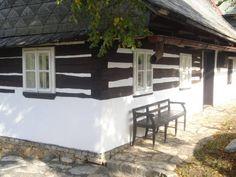 staročeská dřevěnice Houses, Patio, Outdoor Decor, Inspiration, Home Decor, Homes, Biblical Inspiration, Decoration Home, Room Decor