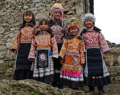 Nice people, the FOUR SEAL MIAO, in the village Niu Chang Ba (by Rita Willaert)
