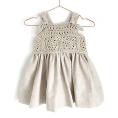 Learn How to Crochet This Fabric and Granny Squares Dress for baby and toddler. FREE Step by Step Tutorial & Pattern. Crochet Romper, Crochet Girls, Crochet Baby Clothes, Baby Knitting Patterns, Crochet Patterns, Dress Patterns, Baby Dress, The Dress, Romper Pattern