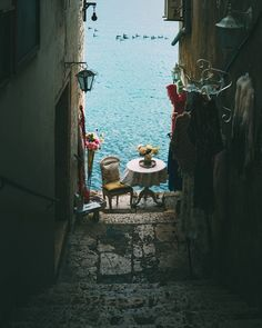 An italian alley : CozyPlaces