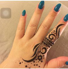 Mehndi henna designs are always searchable by Pakistani women and girls. Women, girls and also kids apply henna on their hands, feet and also on neck to look more gorgeous and traditional. Henna Tattoo Designs Simple, Finger Henna Designs, Henna Art Designs, Mehndi Designs For Girls, Mehndi Designs For Beginners, Mehndi Designs 2018, Modern Mehndi Designs, Mehndi Designs For Fingers, Mehndi Design Photos