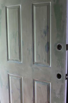 Painting your front door will give you loads of instant curb appeal. Learn how to paint your front door the easy way. Also includes how to strip a metal door if it has a lot of peeling and chipping. - July 05 2019 at