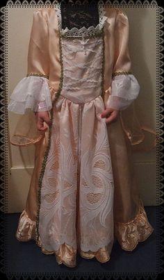 Und auch mal was für die Erwachsenen: ein Feenprinzessinnen-Kostüm. Mehr Details findet ihr unter: http://oekolochic.blogspot.de/2015/02/my-kid-wears-das-prinzessinnenkleid.html
