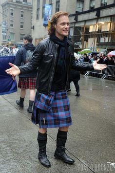 Sam-Heughan-New-York-Tartan-Day-Parade-2016-Outlander-Tom-Lorenzo-Site (8)