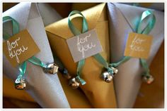 DIY spiced nut favor cones with jingle bells Christmas Favors, Christmas Gift Wrapping, Christmas Holidays, Xmas, Christmas Tea, Jingle Bell Crafts, Jingle Bells, Party Gifts, Party Favors