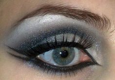Liner top and bottom of eye, blue, silver, night make up