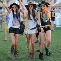 If you're wondering what to wear to a music festival, these cute boho outfits are perfect for Coachella, Bonaroo, EDM or other music festivals! Festival Chic, Festival Looks, Festival Mode, Festival Wear, Hippie Style, Mode Hippie, Bohemian Mode, Summer Music Festivals, Music Festival Outfits