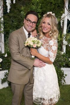 Real-life exes Kaley Cuoco and Johnny Galecki married on the season 10 premiere of 'The Big Bang Theory' on September 19 — see her wedding dress! Big Bang Theory Penny, The Big Theory, Big Bang Theory Show, Johnny Galecki, Melissa Rauch, Jim Parsons, Adam West, Backstreet Boys, Howard And Bernadette