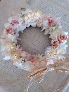 優しいピンクのバラと真っ白いアジサイのリースです。cherry blossom =桜の花をイメージしたリースです。白やクリーム色の様々な小花や実物が更に優しさ...|ハンドメイド、手作り、手仕事品の通販・販売・購入ならCreema。
